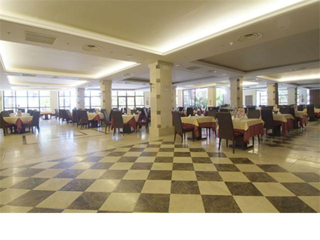 x3 restaurante en el complejo